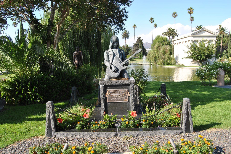 La tumba de Jhonny Ramone Hollywood Forever