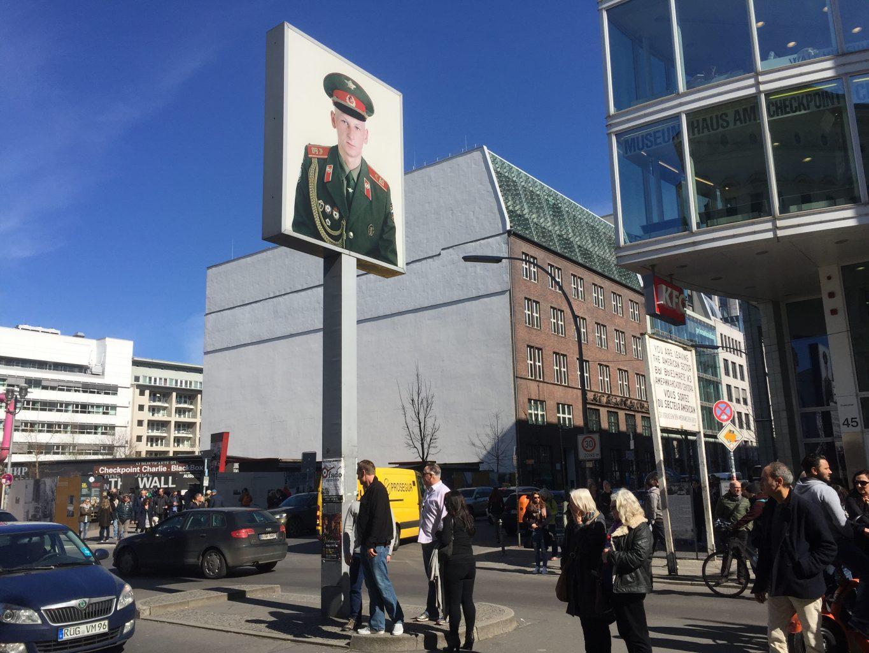 Checkpoint Charlie. qué ver en Berlín