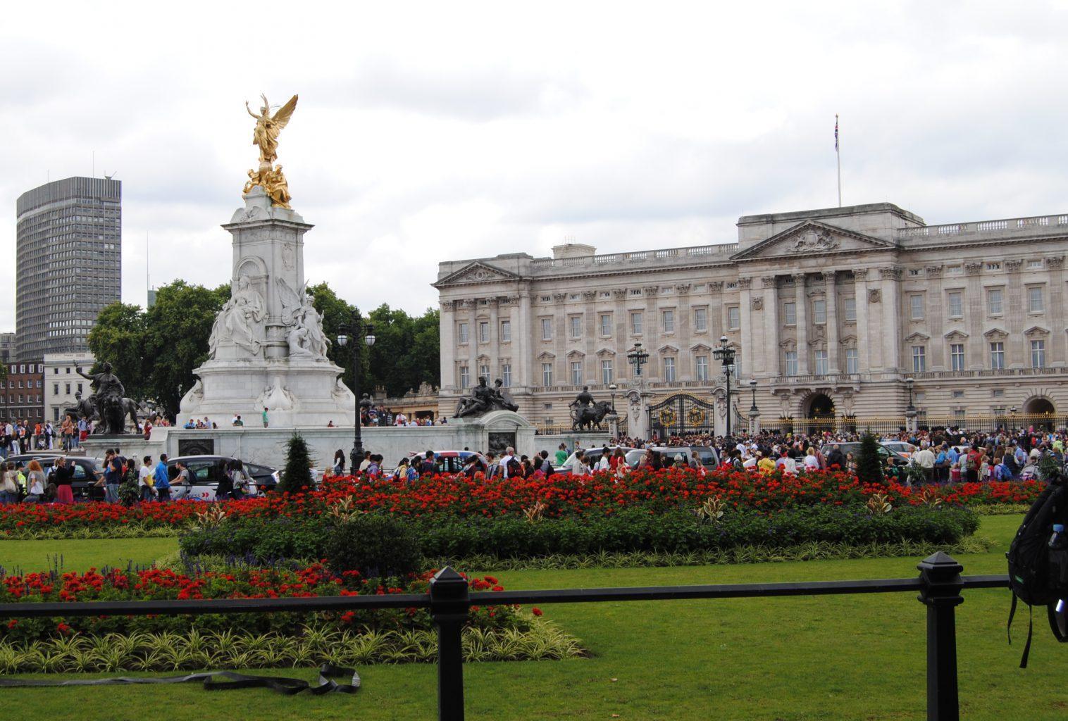Buckingham Palace y monumento a la reina Victoria. Visitar Londres