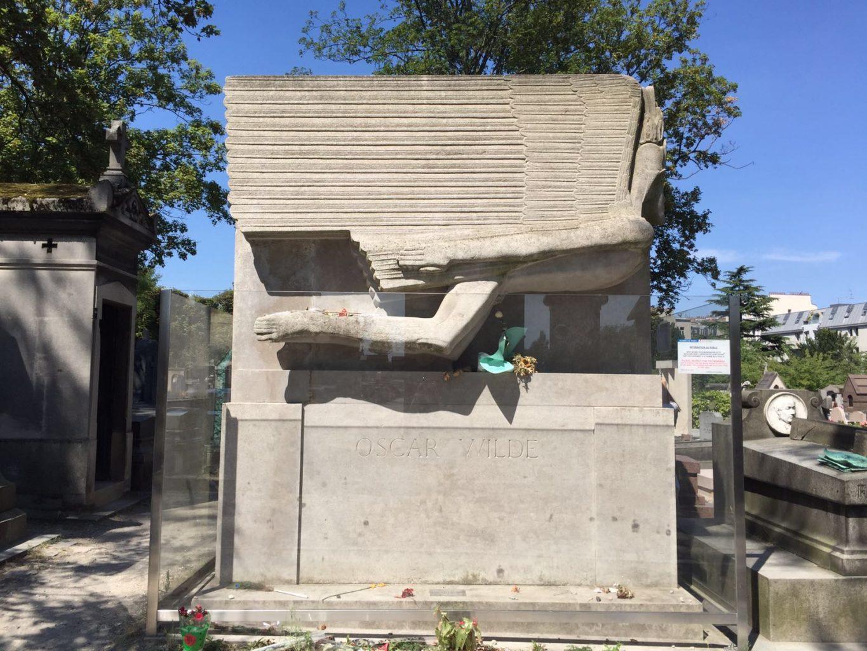 Tumba de Óscar Wilde en el Père-Lachaise. qué ver en París