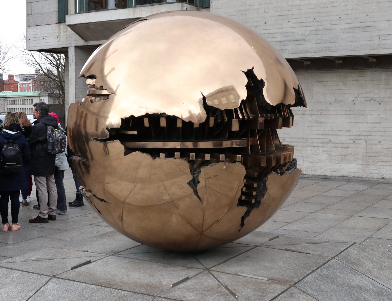 Esfera dentro de una Esfera. Trinity College
