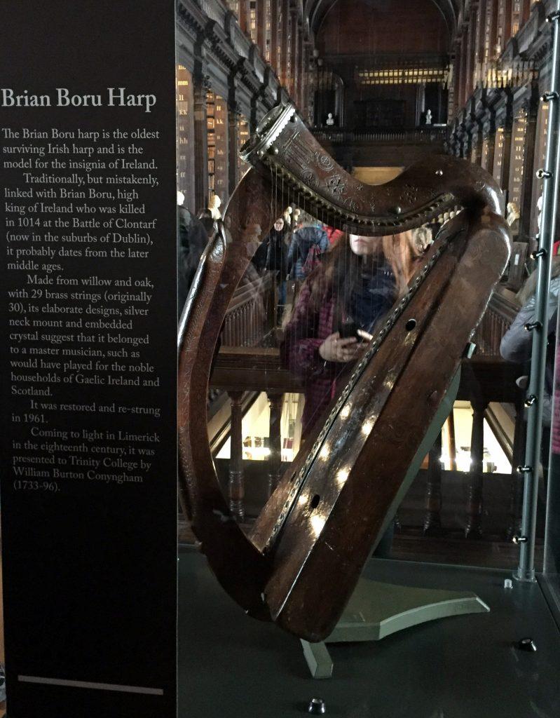 """El harpa """"de"""" Brian Boru. Trinity College"""