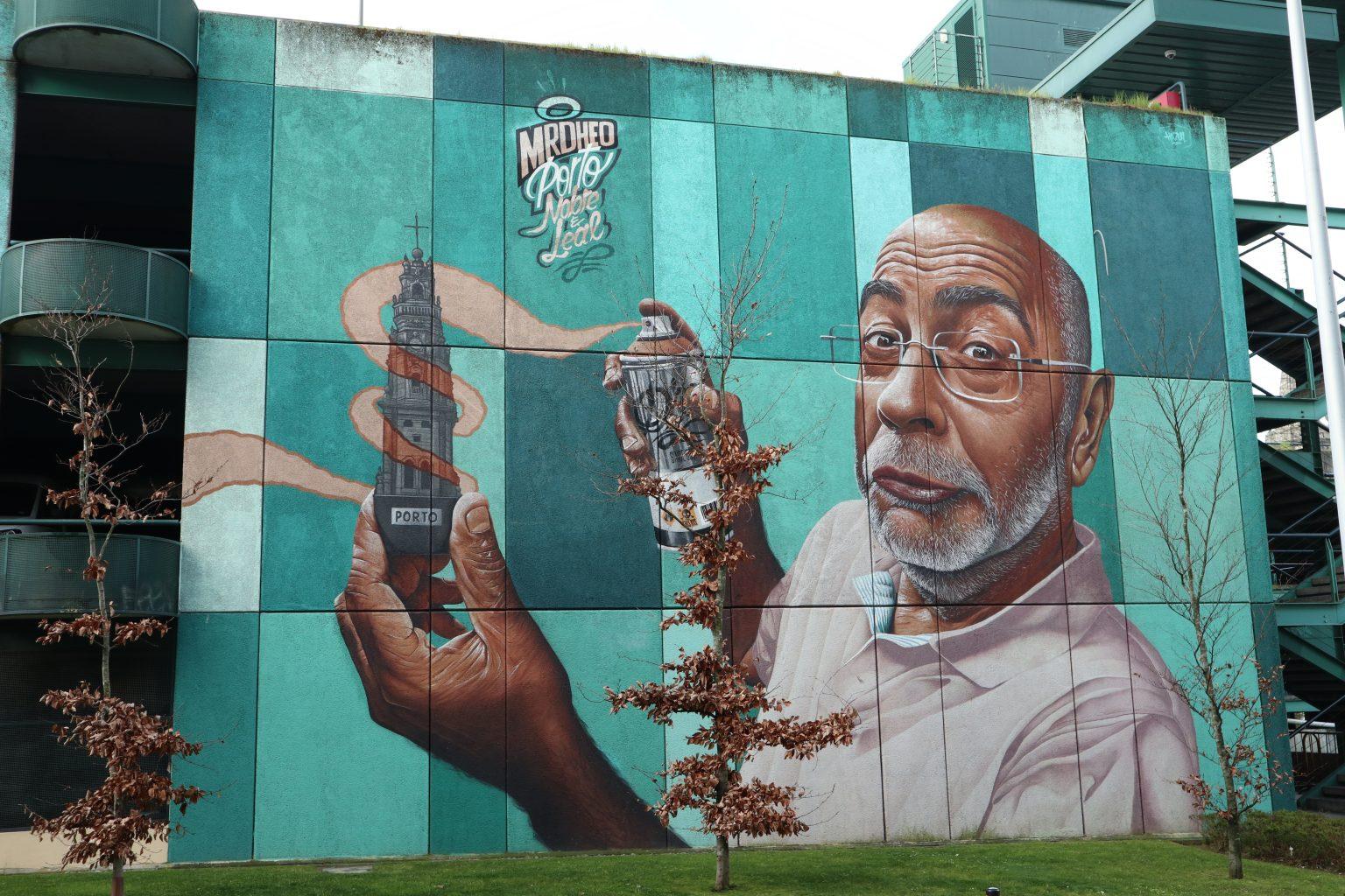 Graffiti en Trinidade, por Mr. Dheo. Oporto