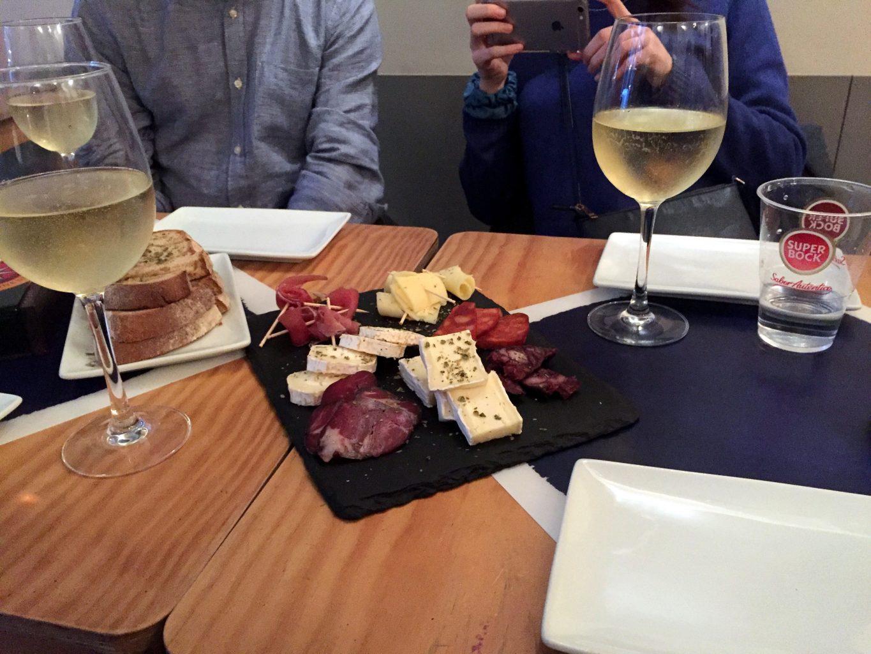 Picoteo y vino verde. Tour vinos Oporto