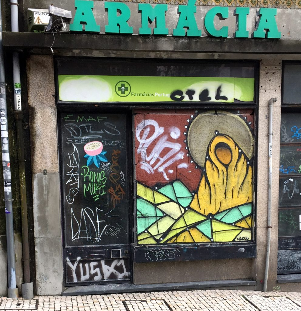 Graffiti de virgen por Hazul. Recorrido por el Streetart de oporto