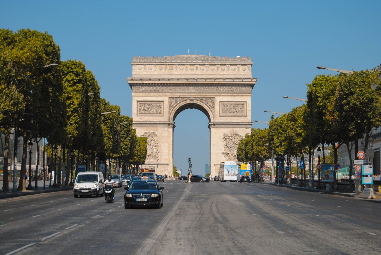 Arco del Triunfo desde los Campos Elíseos. qué ver en parís