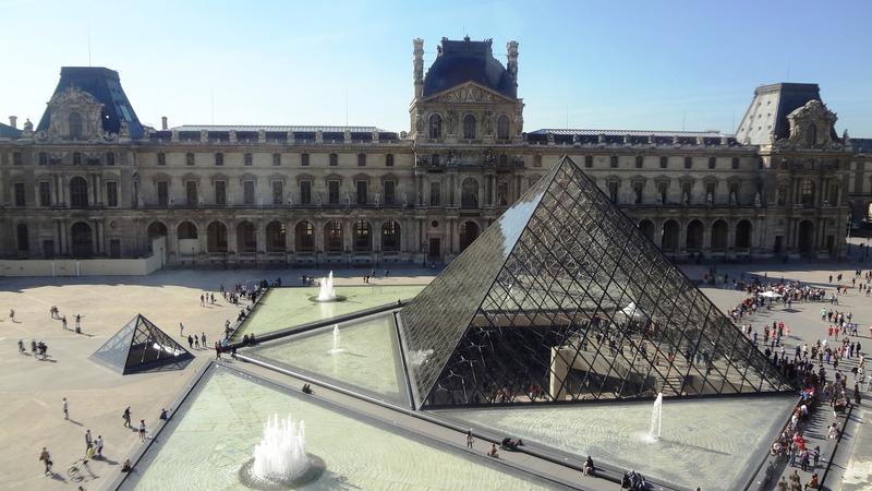 Exterior del Museo del Louvre. qué ver en París