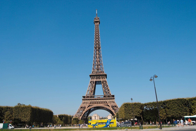 Torre Eiffel desde los Camps de Marte. qué ver en parís