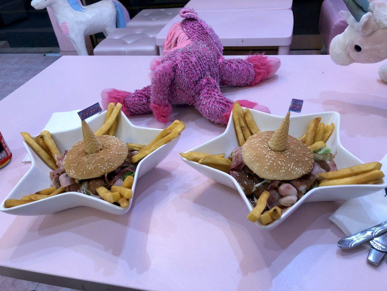 Hamburguesas en el Unicorn Café. Qué ver y hacer en Bangkok