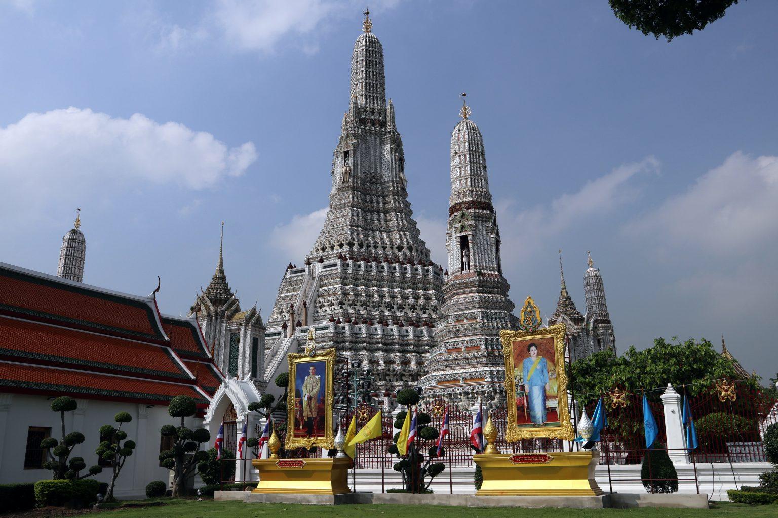 Afueras del Wat Arun. Templos de Bangkok