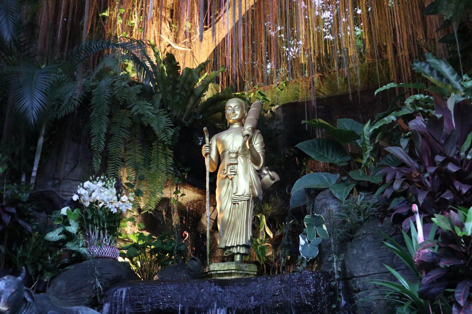 Inicio de la subida a Golden Mountain. Templos de Bangkok