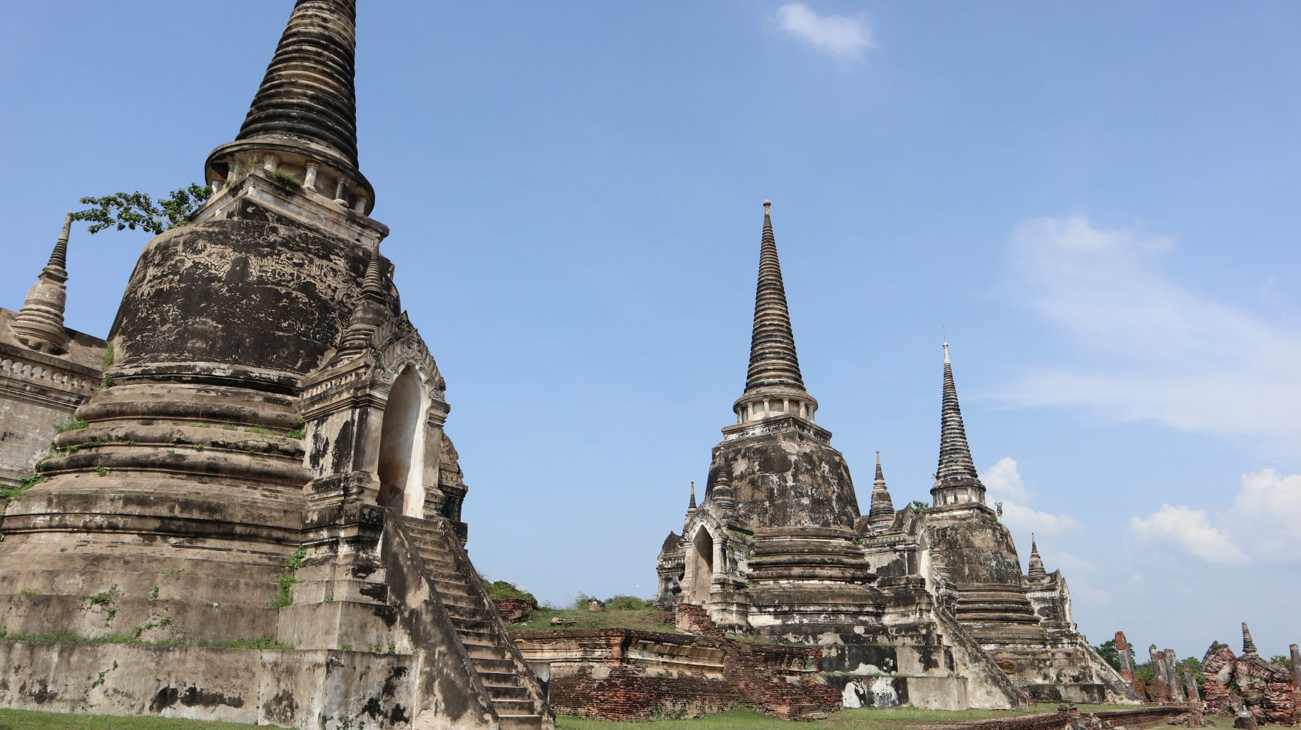 los 3 chedis de Phra Sri Sanphet. mercado del tren, el mercado flotante y ruinas de Ayutthaya