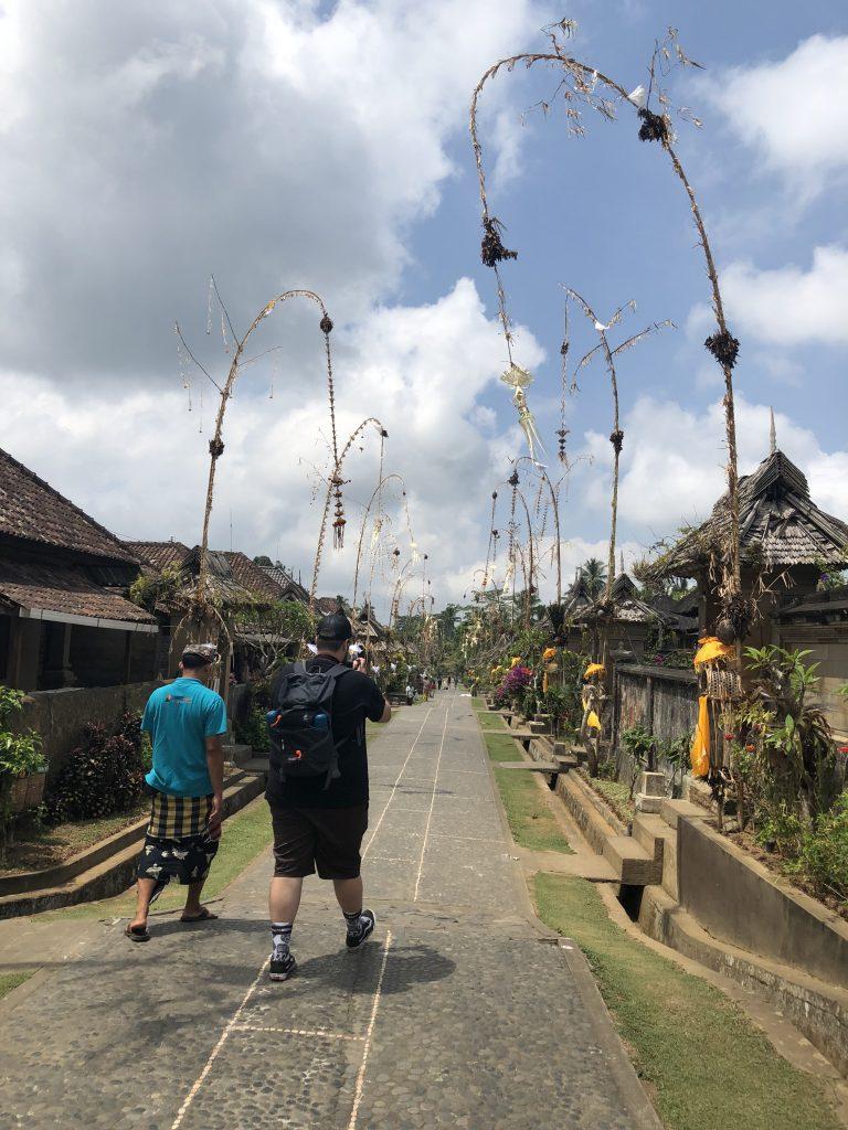 Con nuestro guía en Penglipuran. cómo moverse por Bali