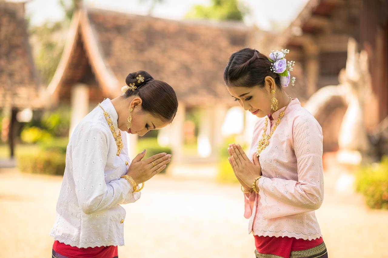 Saludo Wai. Consejos para no cometer errores culturales en Tailandia