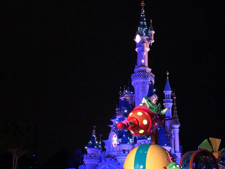 Gran desfile de Nochevieja. Fiesta de fin de año en Disneyland París