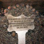 Huesos del cementerio de Saint Jacques du Haut. Visitar las Catacumbas de París