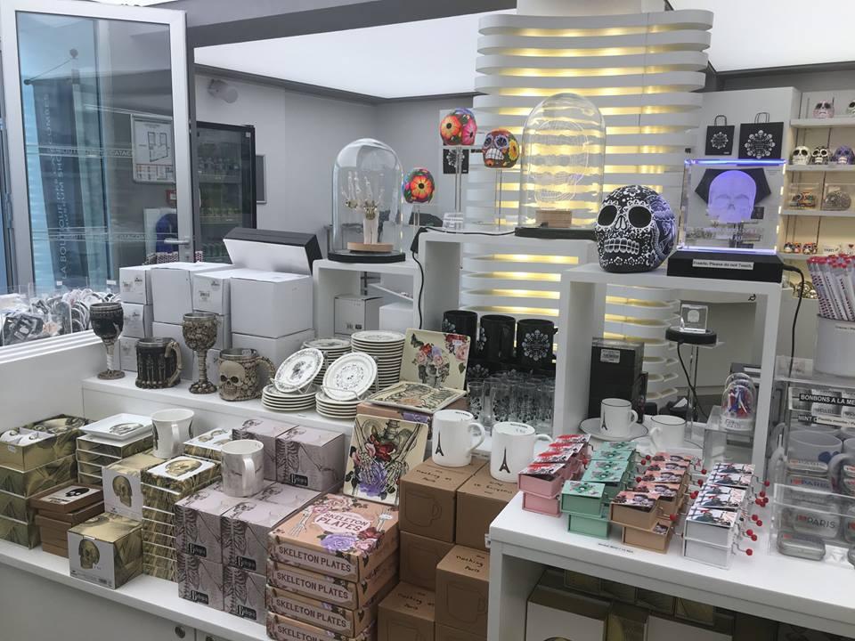 Tienda de Souvenirs de Catacumbas / @BoutiqueCatacombes. visitar las Catacumbas de París