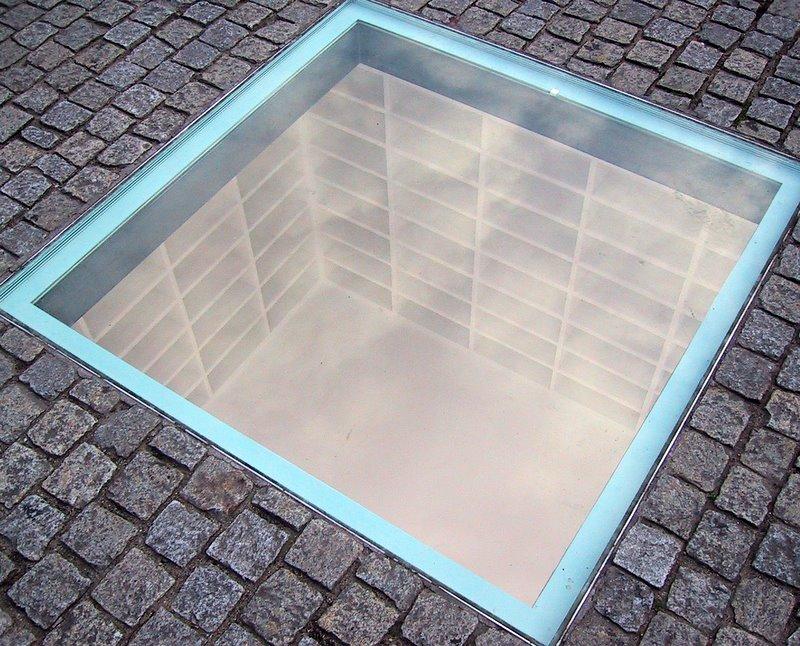 Memorial a la quema de libros. qué ver y hacer en Berlín