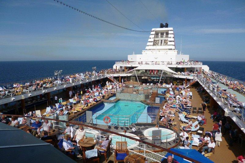 Zona de la piscina. Qué saber antes de tu primer crucero: Consejos.