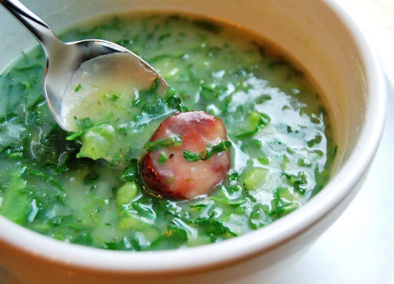 Caldo verde. qué comer en Portugal