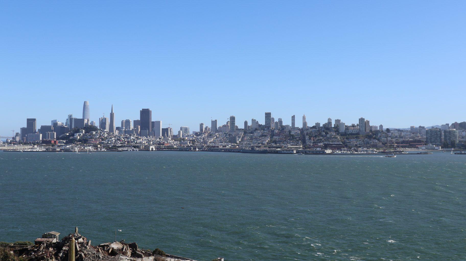 Vistas de San Francisco desde la isla de Alcatraz. visitar la cárcel de Alcatraz