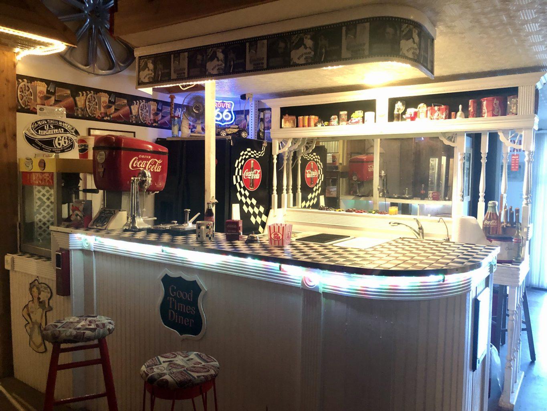 barra de bar en casa de John