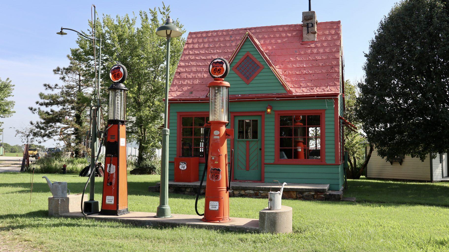Phillips 66 Station en Read Oak II