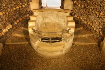 Fuente de la Samaritana. Visitar las Catacumbas de París