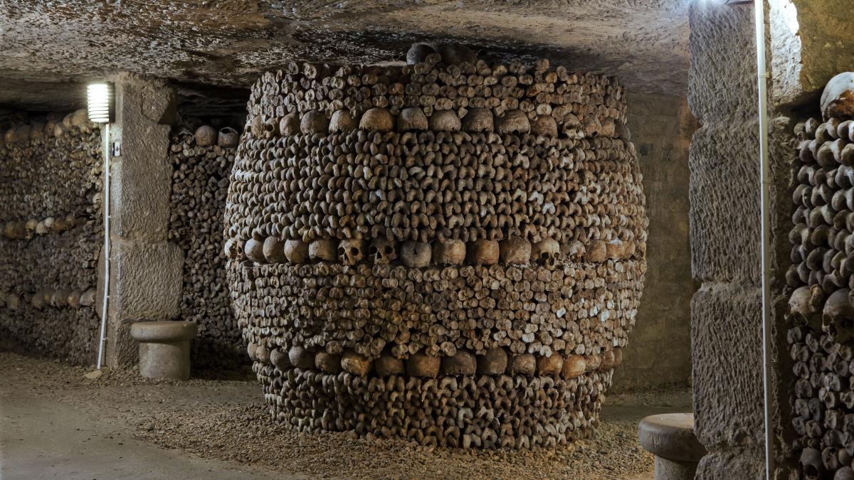 La cripta de la pasión. Visitar las Catacumbas de París