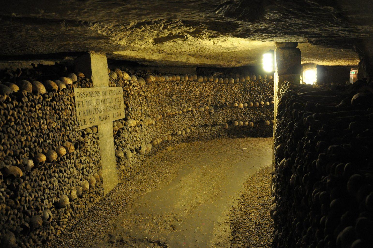 Osario. Visitar las Catacumbas de París