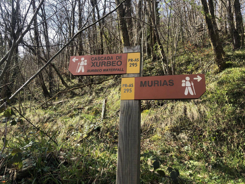 Cartel en la Ruta a la Cascada de Xurbeo
